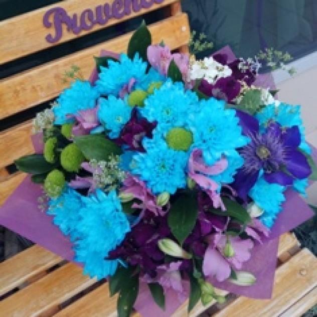 Лента - 1 шт. Упаковка - 2 шт. Букет из голубых и зеленых хризантем 90c54611e51e5